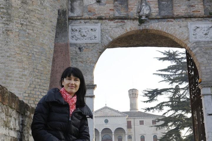 Tour dello shopping e degustazione vino con Isabella, guida autorizzata in Italia