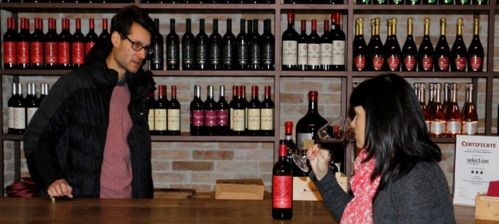 Shoping tour, wine tasting private guided tour with Isabella Bariani, professional guide in Venice countryside, Italy