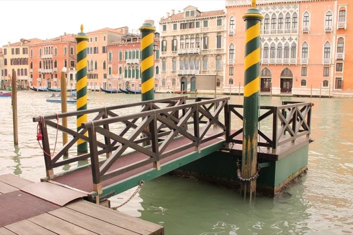 Taxi acqueo lungo il Canal Grande, Venezia