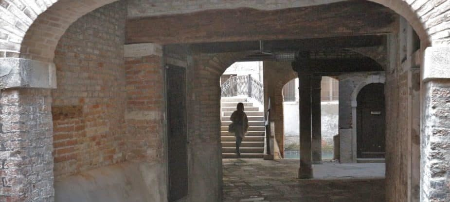 Stroll in a maze, walking tour in Venice with Isabellla Bariani, professional guide