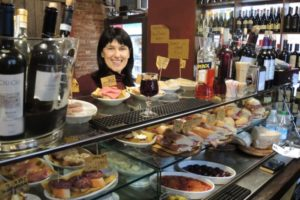 Finger-food, a stroll of Venetian taverns with Isabella owner of Venetian Guide